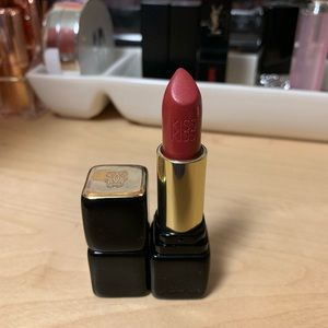 Guerlain KISS KISS lipstick in 320 Red Insolence